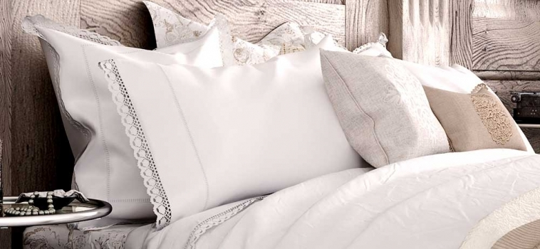 Bed & Throw Pillow Cleaning